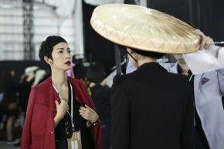 Hai bộ sưu tập Hành trình phiêu du và Sherlock Holmes từng được Kelly Bùi giới thiệu ở Tuần lễ thời trang Thượng Hải Thu đông 2014 và 2015 đã nhận được sự đánh giá tích cực từ giới chuyên môn và công chúng yêu thời trang.