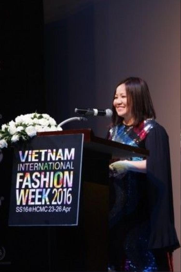 Đặc biệt hơn, Trang Lê và các cộng sự đã tổ chức nên Tuần lễ thời trang quốc tế Việt Nam với sự góp mặt của các nhà thiết kế Việt và thế giới.