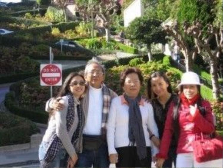 Chuyến xuất ngoại đầu tiên (Mỹ) của nhóm cùng nhạc sĩ Nguyễn Ánh 9 và vợ.