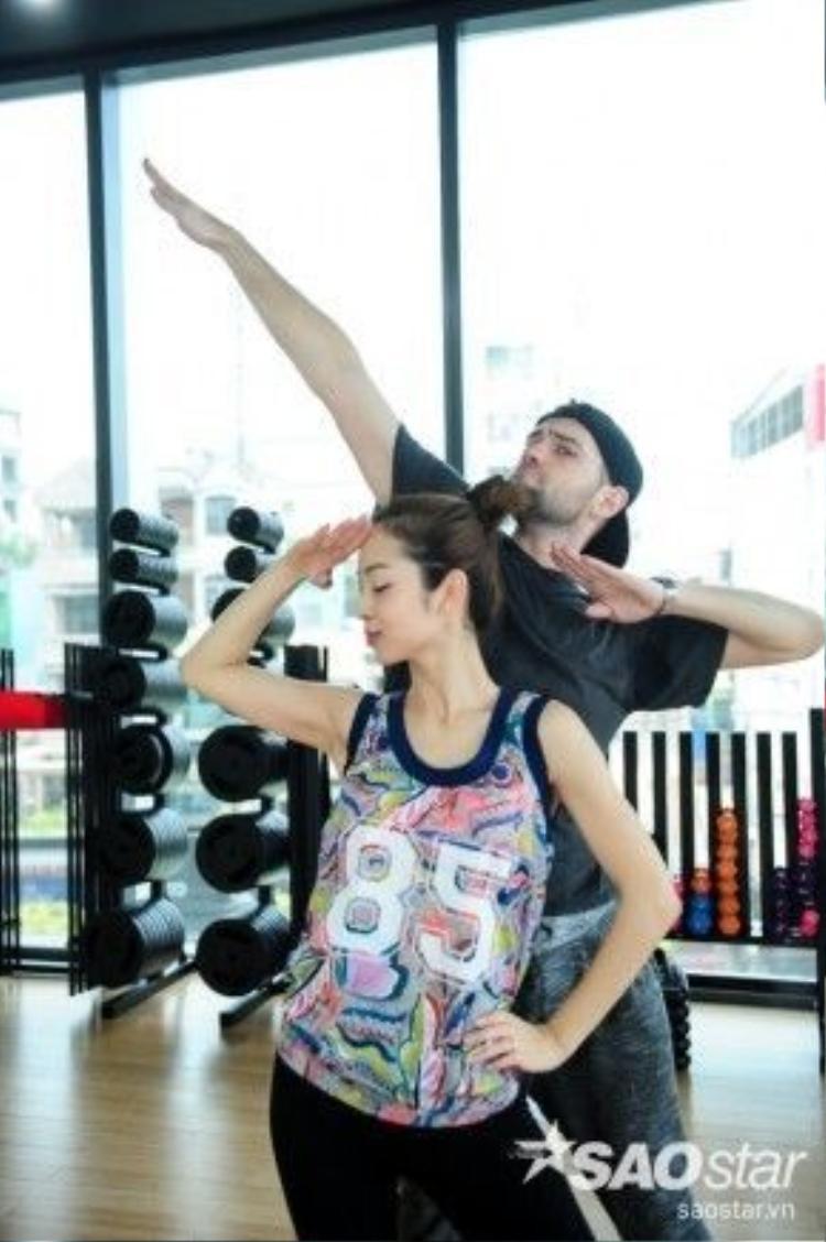 Jennifer Phạm và bạn nhảy