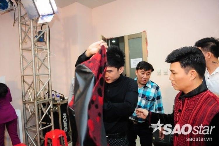 Quang Linh bất ngờ trổ tài làm stylist cho Đan Trường