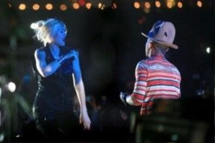 Pharell Wiliams thật sự làm chủ sân khấu khimang đến lễ hội âm nhạc 2014 dàn khách mời hùng hậu: Diplo, Snoop Dogg, Tyler, Nelly và đặc biệt là màn song ca smash solo 'Hollaback Girl' với nữ huấn luyện viên The Voice Mỹ Gwen Stefani.