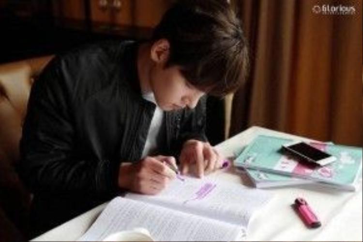 """Những hình ảnh mới nhất của Ji Chang Wook trên trường quay """"Thiếu nữ toàn phong 2"""""""