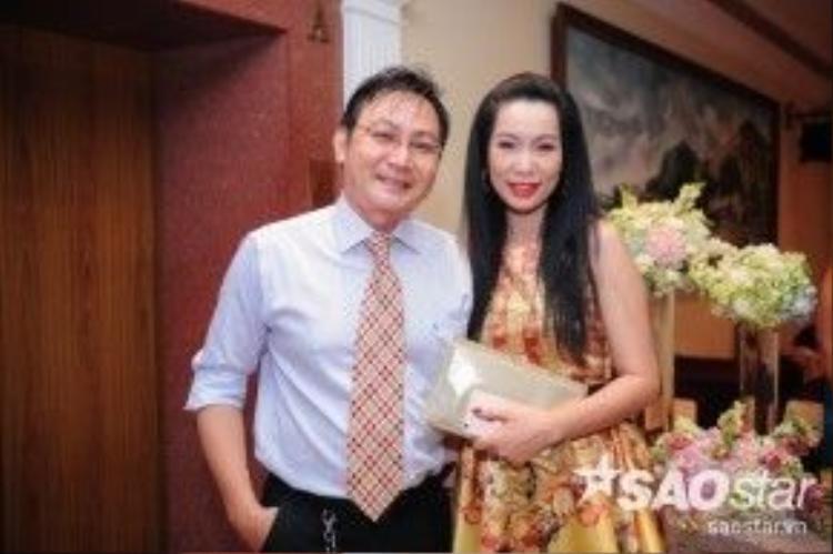 Á hậu - NSƯT Trịnh Kim Chi và chồng đến chúc mừng hạnh phúc của đàn em.