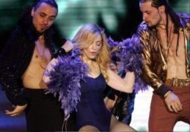 'Nữ hoàng nhạc Pop' Madonna chắc chắn cũng không thể bỏ lỡ sự kiện âm nhạc lớn này. (Coachella 2006)