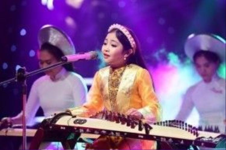 Khả năng chơi nhạc cụ đáng nể là một thế mạnh rất đáng chú ý của Hồng Minh.