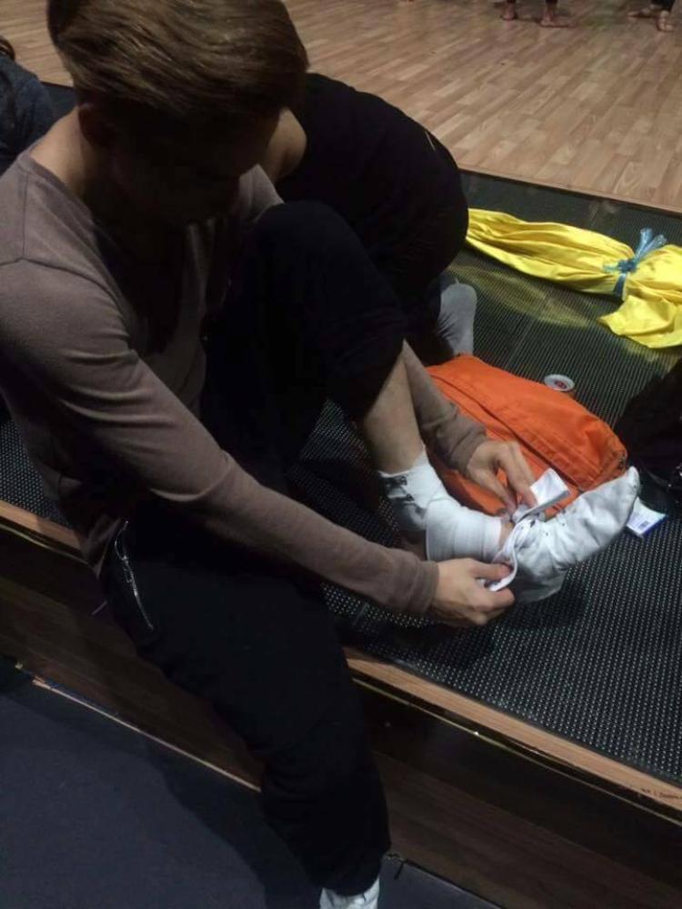 Fan xót xa chứng kiến S.T gặp chấn thương, băng bó trước thềm chung kết Bước nhảy Hoàn vũ