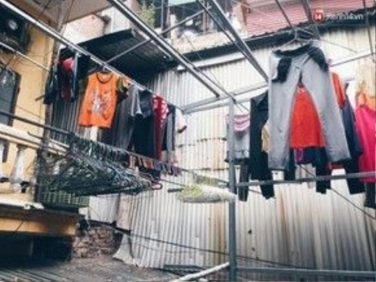 Chỗ phơi quần áo thoáng rộng.