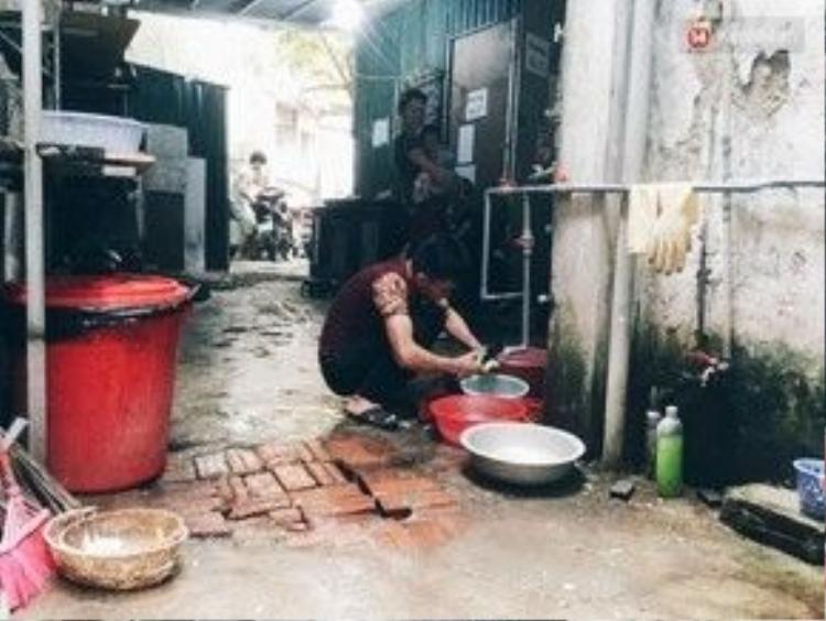 Những vòi nước sinh hoạt chung, người thuê phòng có thể sử dụng nước thoải mái.