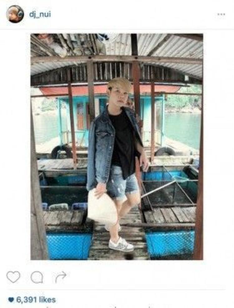 Rời Hà Nội, NuiEFN và nhóm bạn lên tàu đi chơi ở Hạ Long.