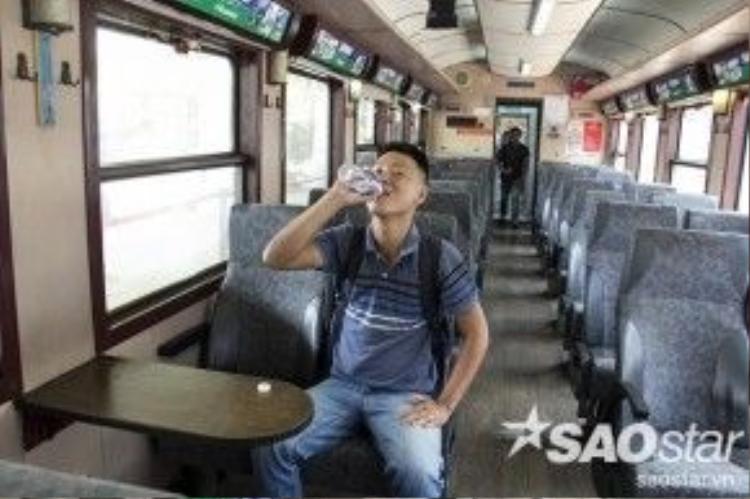 Khoang tàu thông thoáng rộng rãi, nơi để hành lý rất tiện lợi cho khách đi tàu. Thời gian di chuyển từ Sài Gòn đi Dĩ An mất khoảng 40 - 45 phút/lượt.