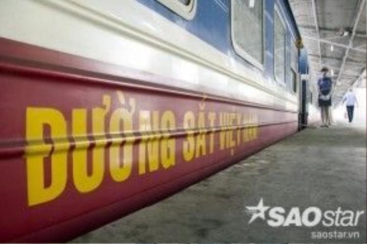 """""""Đoạn đường từga Sài Gòn đến ga Dĩ An dài 30 km nhưng 10.000 đồng trong khi có chỗ ngồi mát mẻ, thoải mái như vậy thì tôi thấy rất rẻ so với xe buýt. Điều bất tiện duy nhất tôi cảm nhận chỉ là thời gian giãn cách giữa các chuyến hơi lâu. Mong sao ngành đường sắt có điều chỉnh hợp lý hơn"""", một hành khách chia sẻ."""
