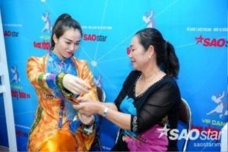 Tình cảm của hai mẹ con khá thân thiết, Khánh My được nhận xét thừa hưởng sự xinh đẹp từ mẹ.