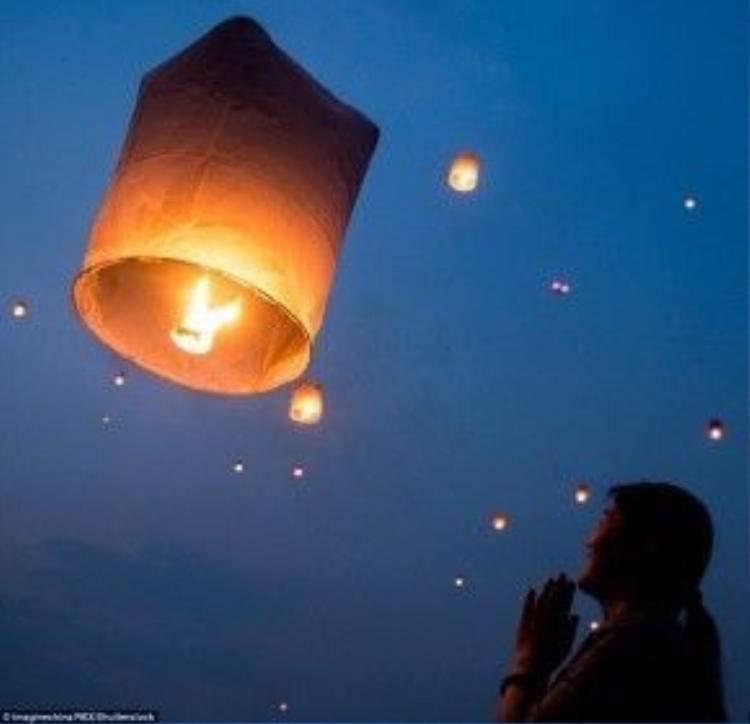 Họ tin rằng mọi ước nguyện của mình sẽ bay lên trời cao và thành sự thật