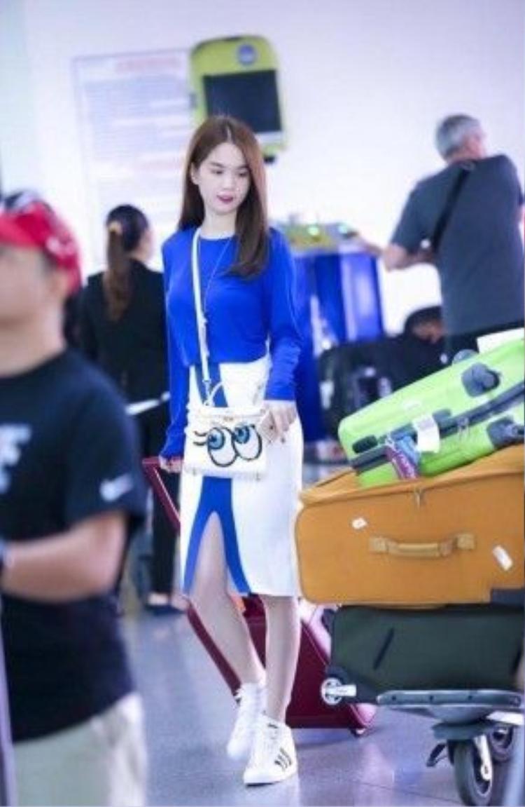 …thậm chí cả khi xuất hiện ở sân bay cũng đều bắt gặp Ngọc Trinh với những chiếc túi Shy Girl đủ màu.