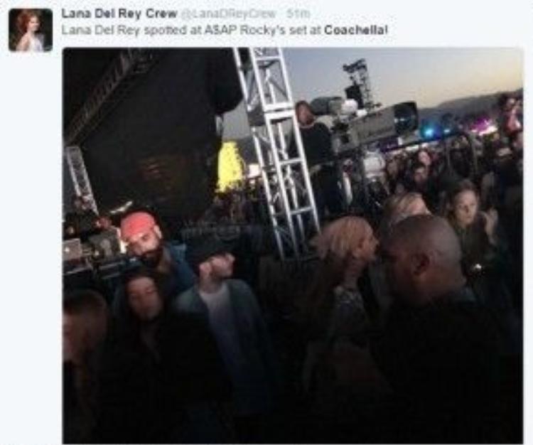 Lana Del Rey cũng bị các cánh paparazzi bắt gặp.