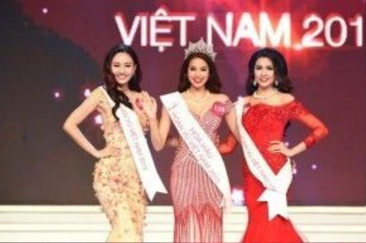 Phạm Hương tại cuộc thi HHHV thế giới 2015
