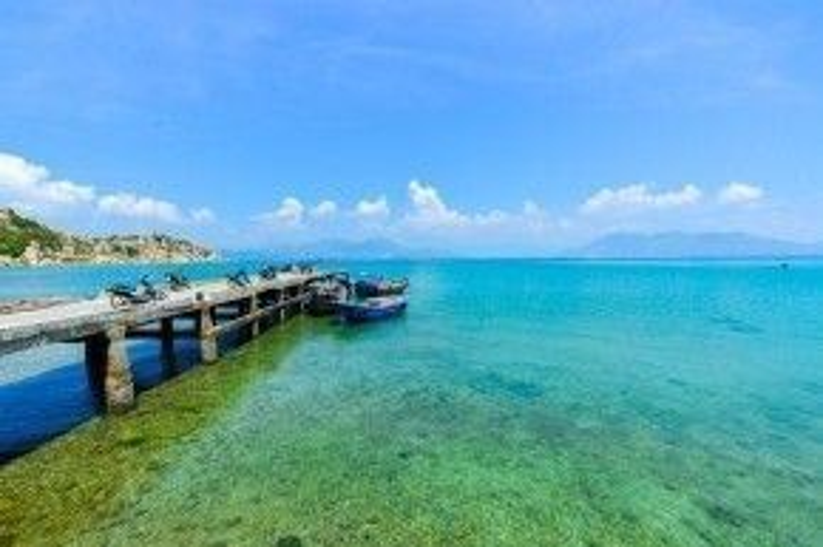 Nha Trang: Đây là thời gian biển đẹp nhất năm, giá tour linh hoạt nên số lượng du khách đăng ký đến đây tăng nhẹ so với năm 2015. Bên cạnh tuyến tour truyền thống, du khách cũng chú trọng các điểm đến mới được khai thác như cụm Tứ Bình, đảo Robinson, vùng ngoại thành… Ảnh: Tuấn Võ.
