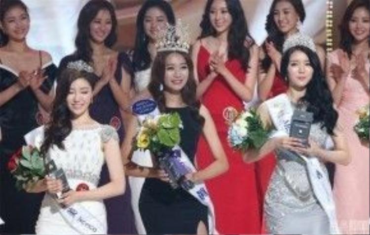Chính phương thức trang điểm là lý do khiến phái đẹp xứ Hàn giống nhau đến thế.