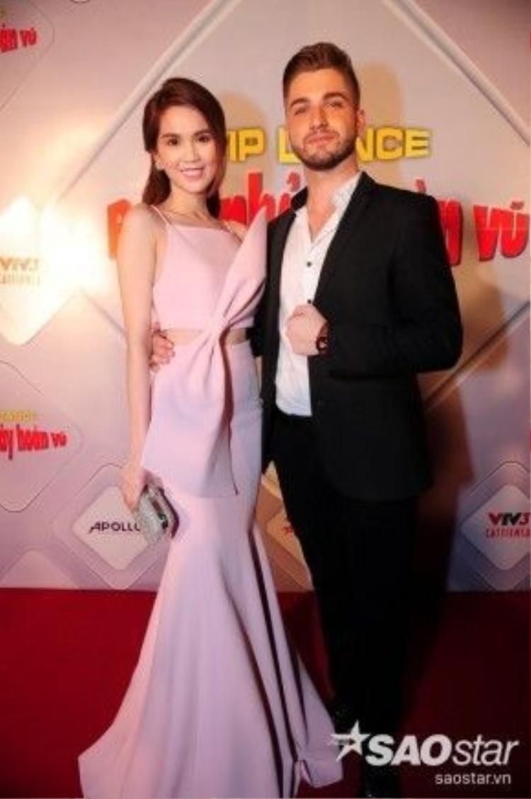 Ngọc Trinh và bạn nhảy, khách mời đặc biệt của đêm chung kết Bước nhảy Hoàn vũ.