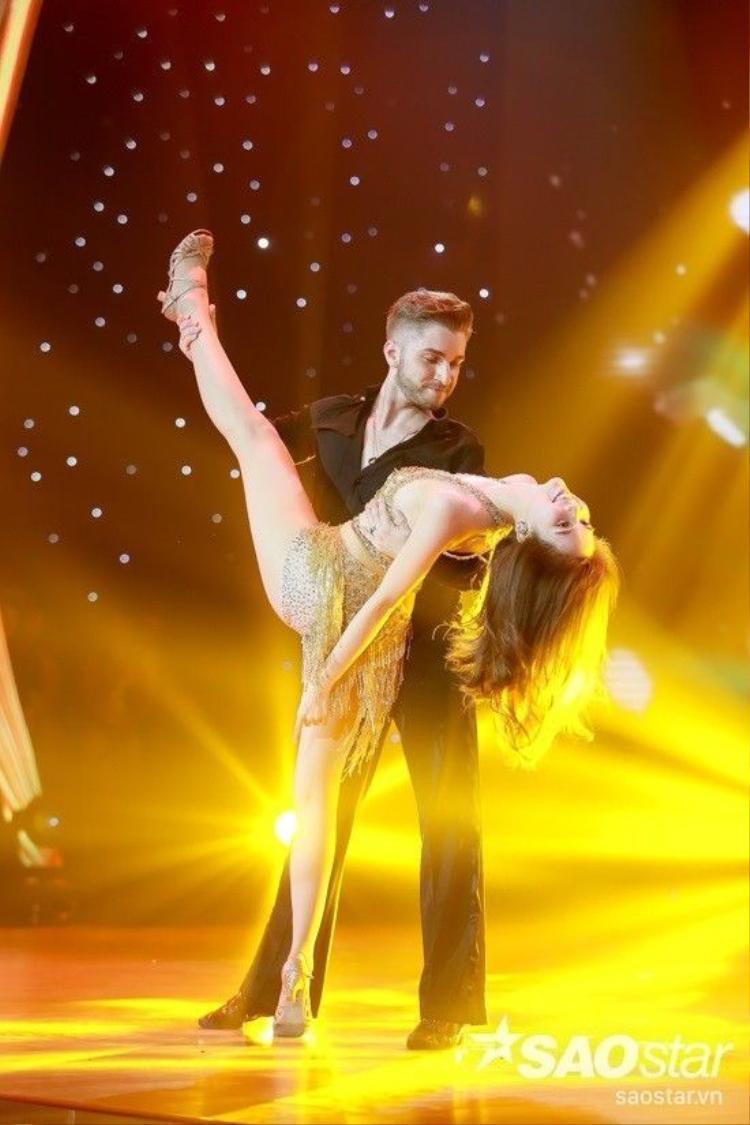 Xem lại tiết mục khách mời được trông chờ nhất đêm chung kết Bước nhảy Hoàn vũ 2016