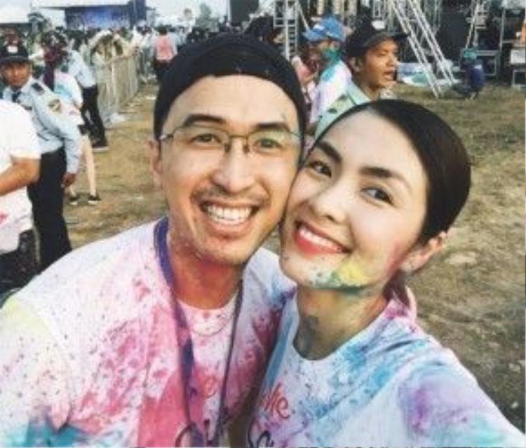 Hình ảnh mới nhất của vợ chồng Tăng Thanh Hà trong một hoạt động vào ngày 16/4.