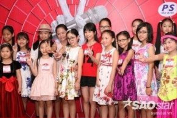 Bé Hồng Minh - Quán quân Giọng hát Việt nhí mùa thứ 3 xuất hiện, đồng hành cùng các giọng hát việt nhí mùa thứ 4.