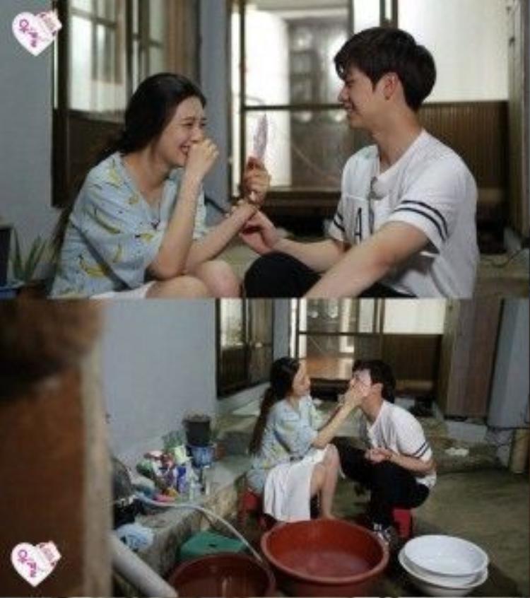 Trong WGM, Joy luôn chăm sóc cho Sungjae như chăm trẻ con.