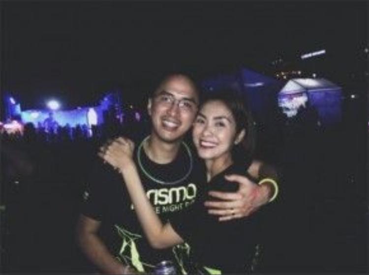 Mỗi khi ở bên chồng, Tăng Thanh Hà lúc nào cũng luôn rạng rỡ hạnh phúc.