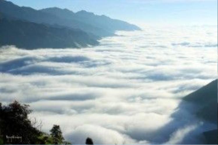 Thảm mây bồng bềnh, trắng xóa khiến Tà Xùa thu hút đến dường nào… Ảnh: Ngong Hankang.