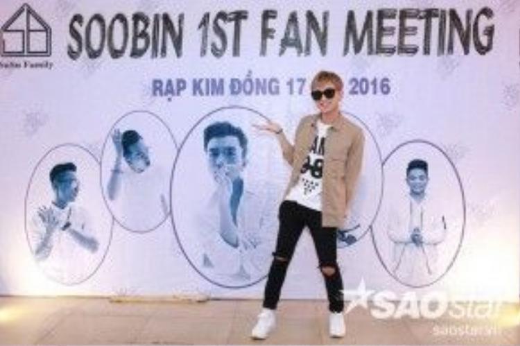 Soobin Hoàng Sơn có mặt ở buổi họp fan khá sớm.