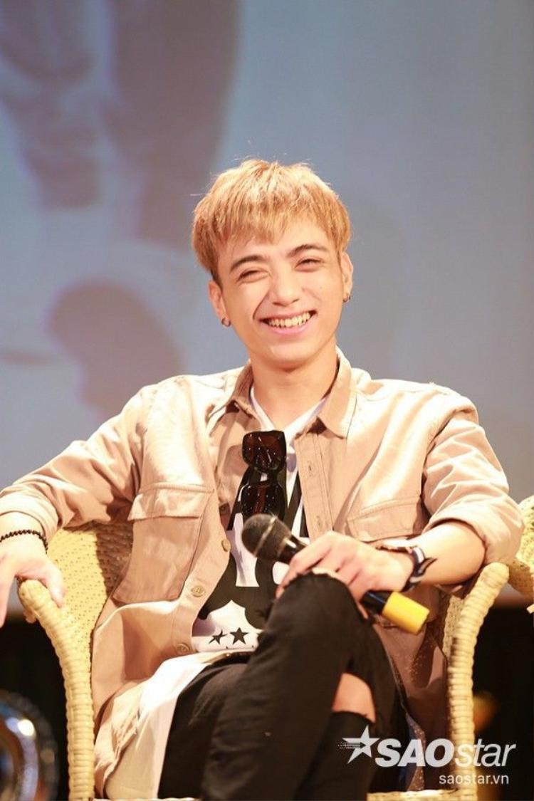 Soobin Hoàng Sơn cười hết cỡ cùng Quang Anh The Voice Kids