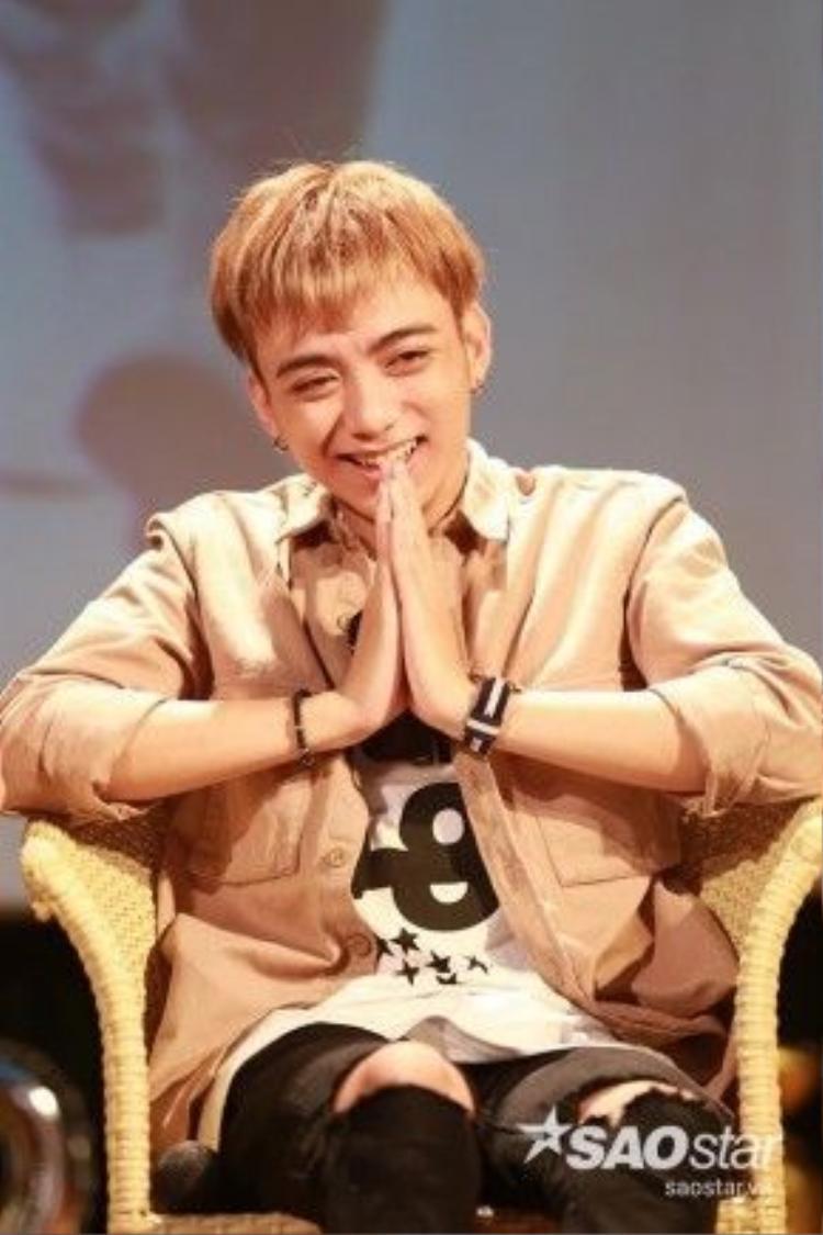 Nụ cười hạnh phúc của Soobin Hoàng Sơn.