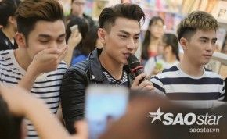 Isaac cảm ơn các fan đã đến với buổi giao lưu và hẹn gặp lại khán giả Hà Nội vào một dịp gần nhất.