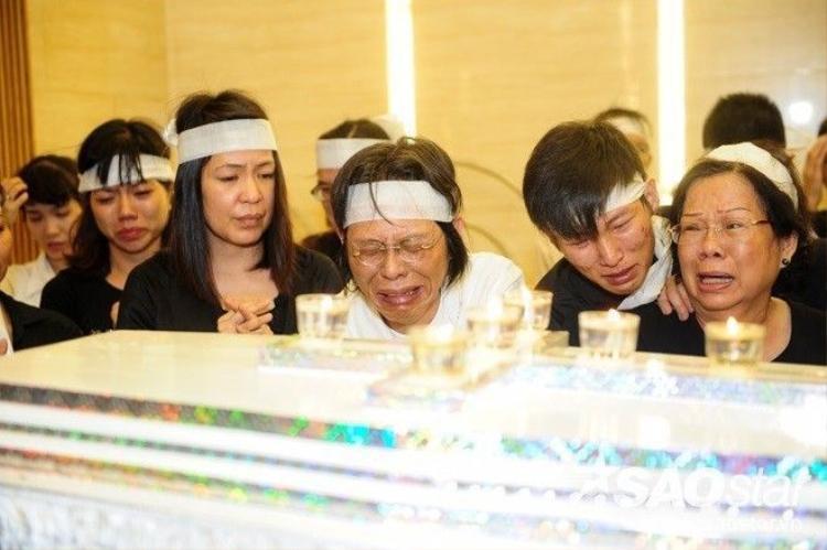 Câu nói khiến ai cũng phải lặng người, rớt nước mắt của vợ Nguyễn Ánh 9 trong lễ tang