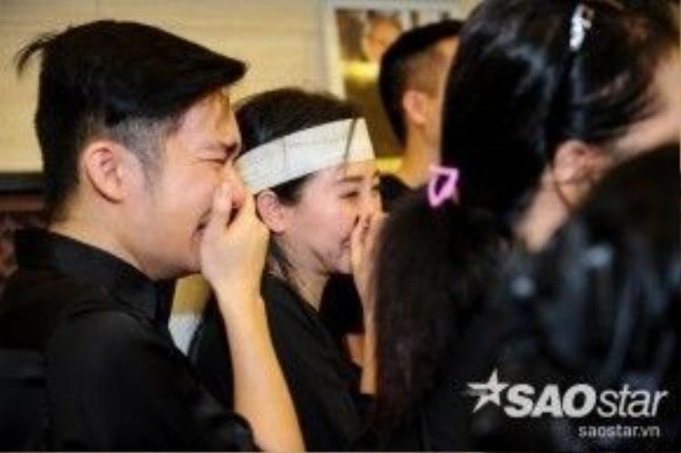 Ca sĩ Quang Hà bật khóc nức nở.