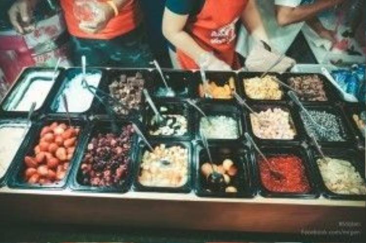 Nổi tiếng nhất ở đây là món ya-ua trái cây kiểu Thái với đa dạng các nguyên liệu tươi ngon, hấp dẫn…