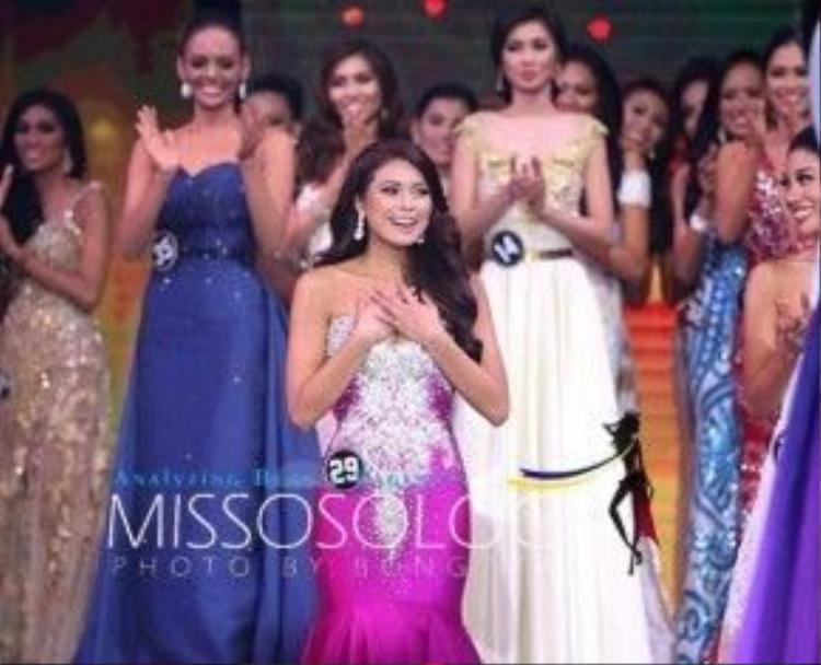 Tân Hoa hậu hạnh phúc khi được xướng tên ngôi vị cao nhất.