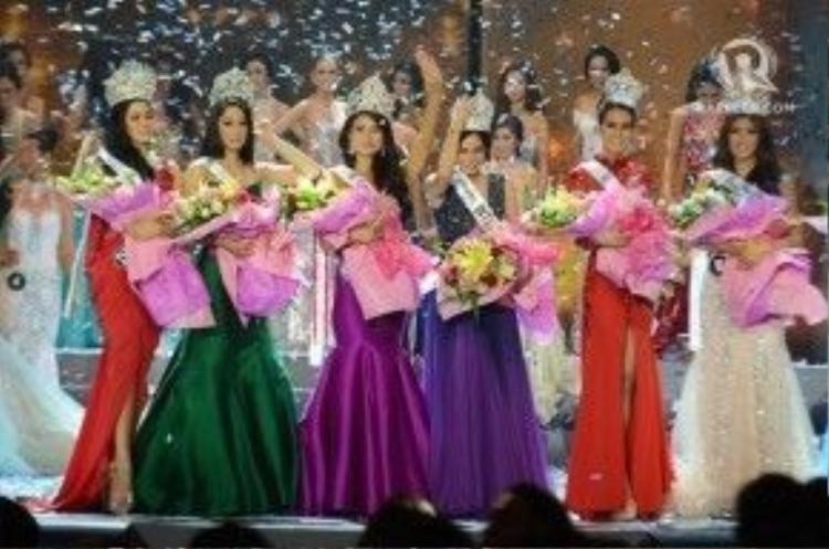 Những người đẹp được tôn vinh trong đêm chung kết.