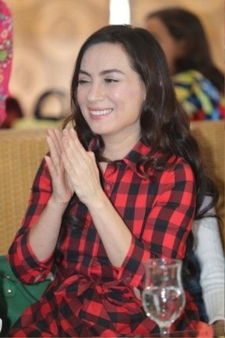 Phi Nhung là một trong số ít ca sĩ có lượng người hâm mộ trải dài nhiều lứa tuổi và trên khắp trong lẫn ngoài nước.