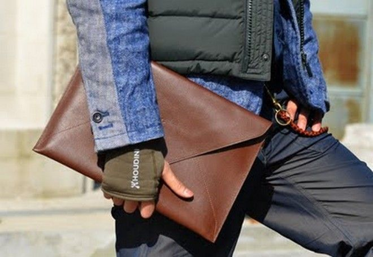 Đàn ông dùng túi xách  có ổn không?