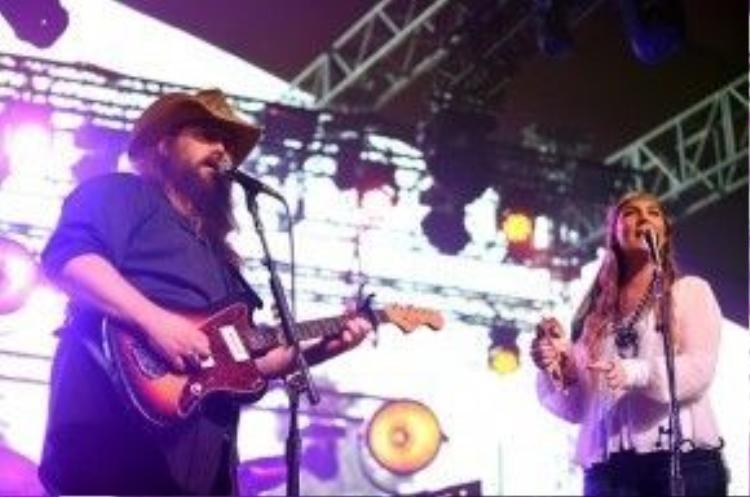 Chris Stapleton mang nhạc đồng quê trở lại sân khấu Coachella.
