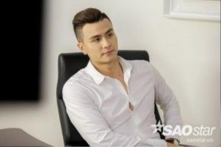 Siêu mẫu Vĩnh Thụy chính thức đảm nhận vai trò Host của The Face Việt Nam mùa đầu tiên.