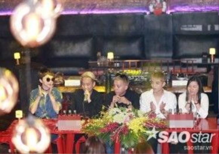 Hoàng Touliver sẽ có đêm nhạc giới thiệu dự án Vmix của mình cùng với Tóc Tiên, Soobin Hoàng Sơn, Cường Seven, MleeMlee vào tối 20/4 tại một quán bar ở Hà Nội.