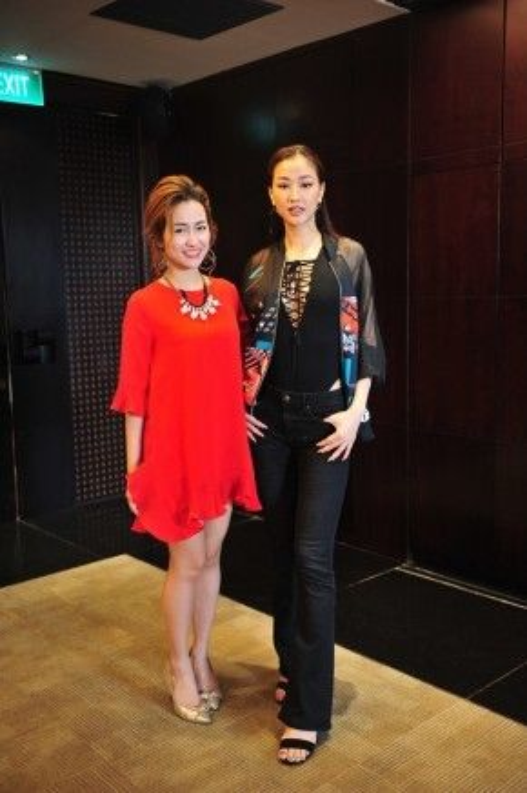 Cũng trong sự kiện ngày 19/4, Maya có dịp gặp gỡ với DJ Trang Moon.