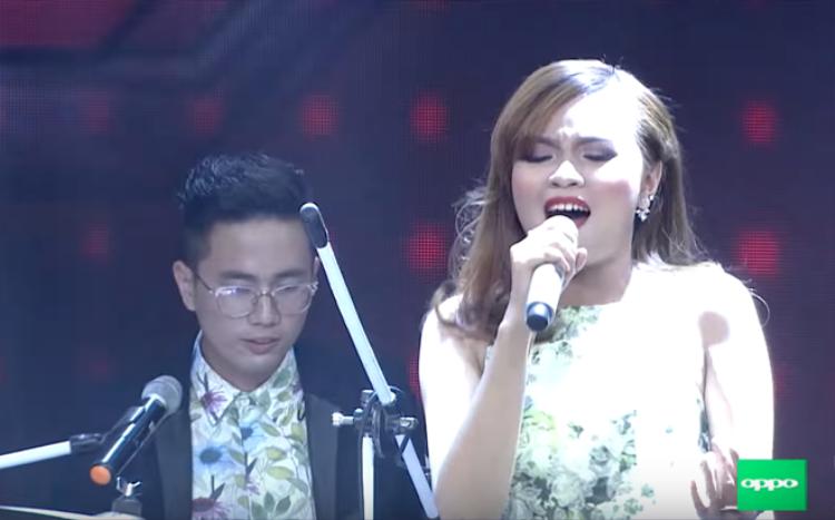 X-Factor Tập 4: Only C quậy tưng bừng trong hậu trường cổ vũ YanBi