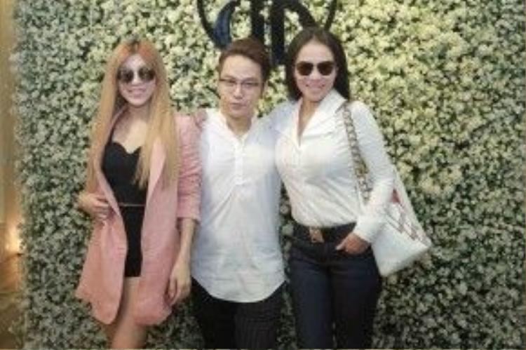 Thu Minh cùng Trang Pháp đến chúc mừng NTK Chung Thanh Phong.