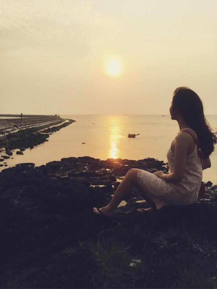 Hot girl Hà thành khoe ảnh đẹp hút hồn của mình giữa biển trời Lý Sơn