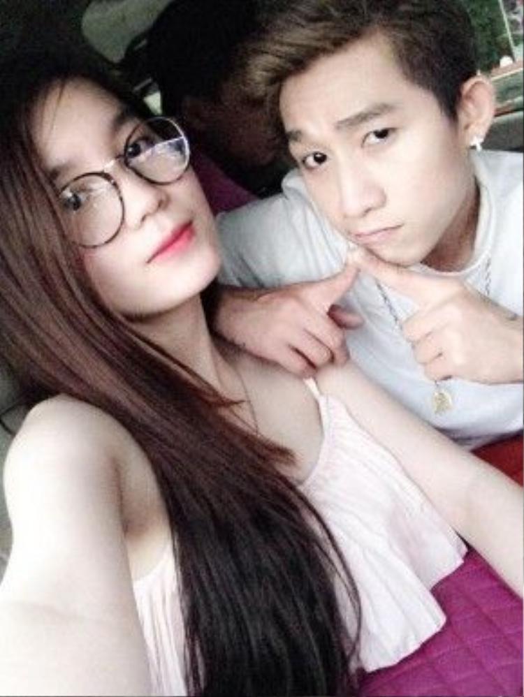 Theo dõi trên trang cá nhân, anh chàng thường xuyên chia sẻ hình ảnh cô bạn gái xinh đẹp với mọi người.