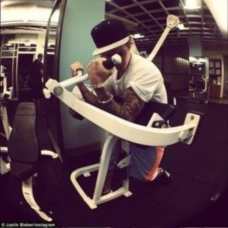 Justin thường xuyên khoe hình ảnh tập luyện ở phòng tập gym.